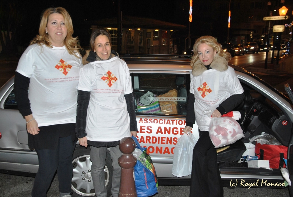 """HRH Princess Camilla of Bourbon Two Sicilies, Duchess of Castro with the voluunters and the foundress of the Association Bruna Maue Cassio """"Les Anges Gardiens"""" during night-time distribution of basic necessities to the people in need"""