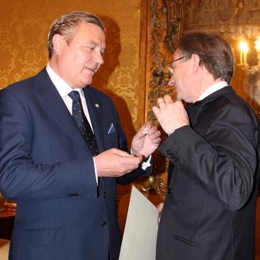 Consegna del diploma di nomina a S.E. l'Ambasciatore Pietro Sebastiani